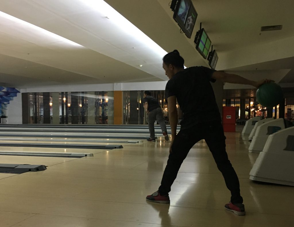 Bermain Bowling Kaza Surabaya 2