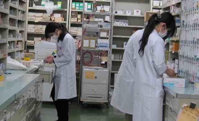 Apoteker - Pekerjaan Bidang Industri Kesehatan