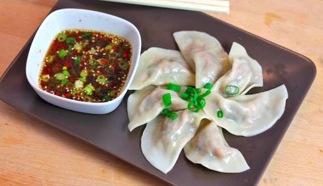 Dumplings - jiaozi salah satu makanan jalanan di cina