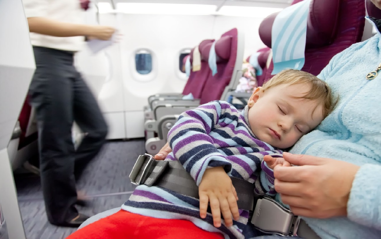 tips mudik menggunakan pesawat bersama bayi